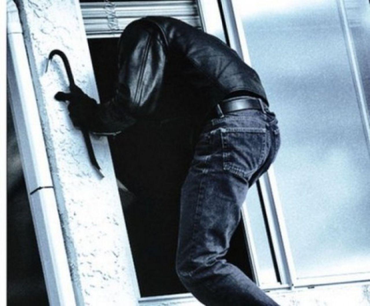 Мужчина похитил уэкс супруги две норковые шубы— Красноярск