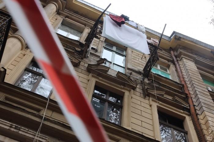 Девушка выпала счетвёртого этажа набалкон соседей