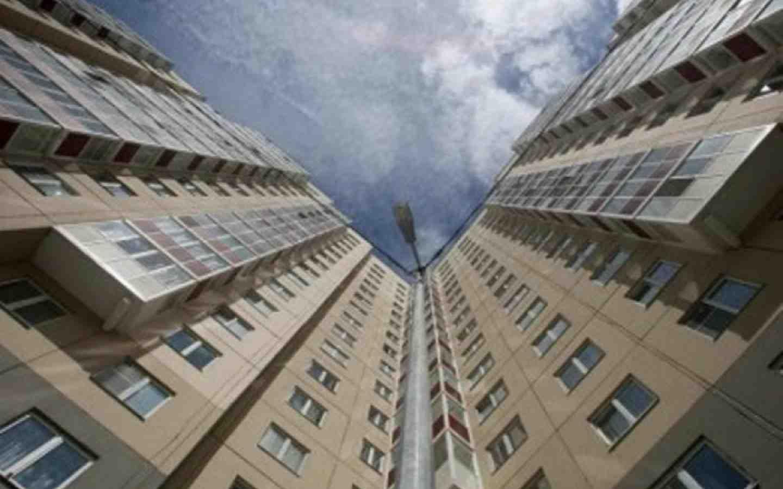 ВТюмени женщина выпала изокна квартиры наулице Ватутина
