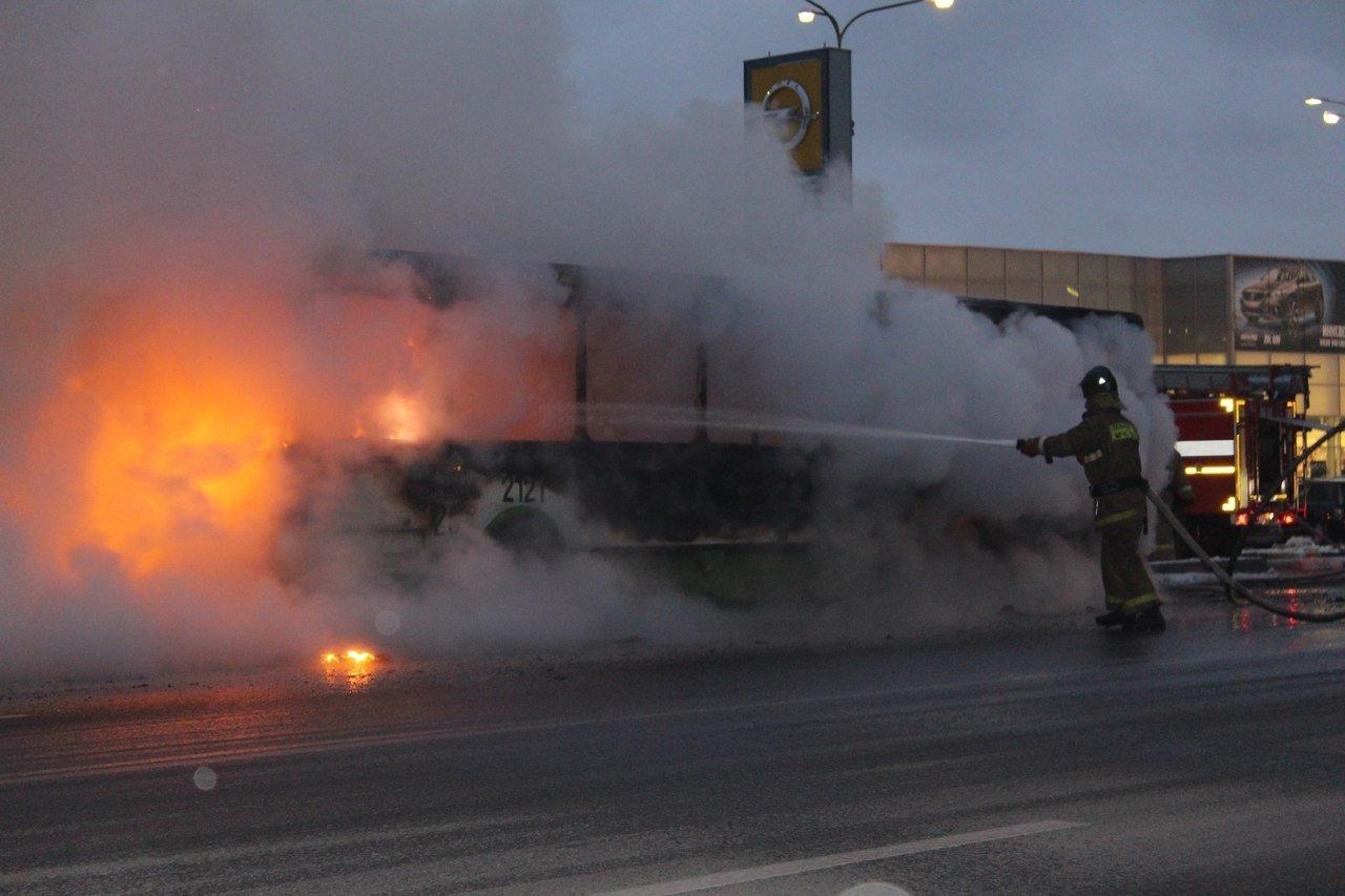 ВКаменске-Уральском дотла сгорел пассажирский автобус