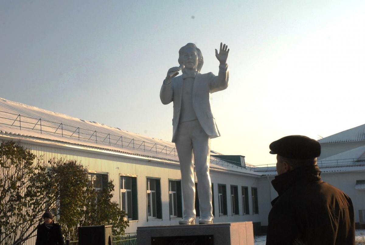 ВБашкирии открыли монумент певцу Радику Гарееву