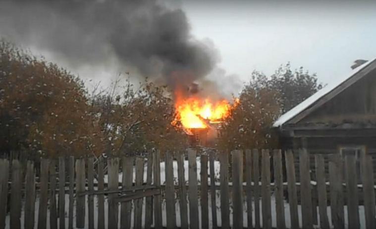 ВУфе наулице Грозненской сгорели дом ибаня
