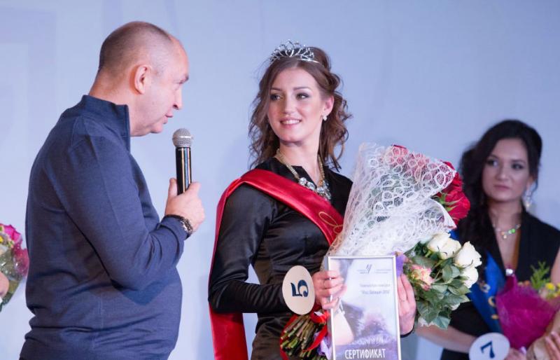 Глава челябинской милиции подарил девушке украшение состразами Swarovski