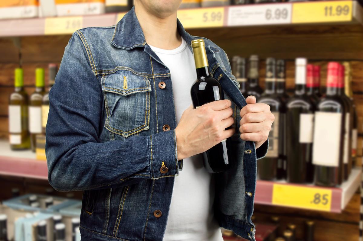 ВКрасноярске супруги совместно воровали спирт изсупермаркетов