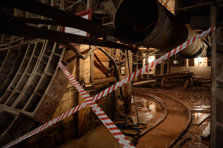 Горняк умер взолотодобывающей шахте вПласте
