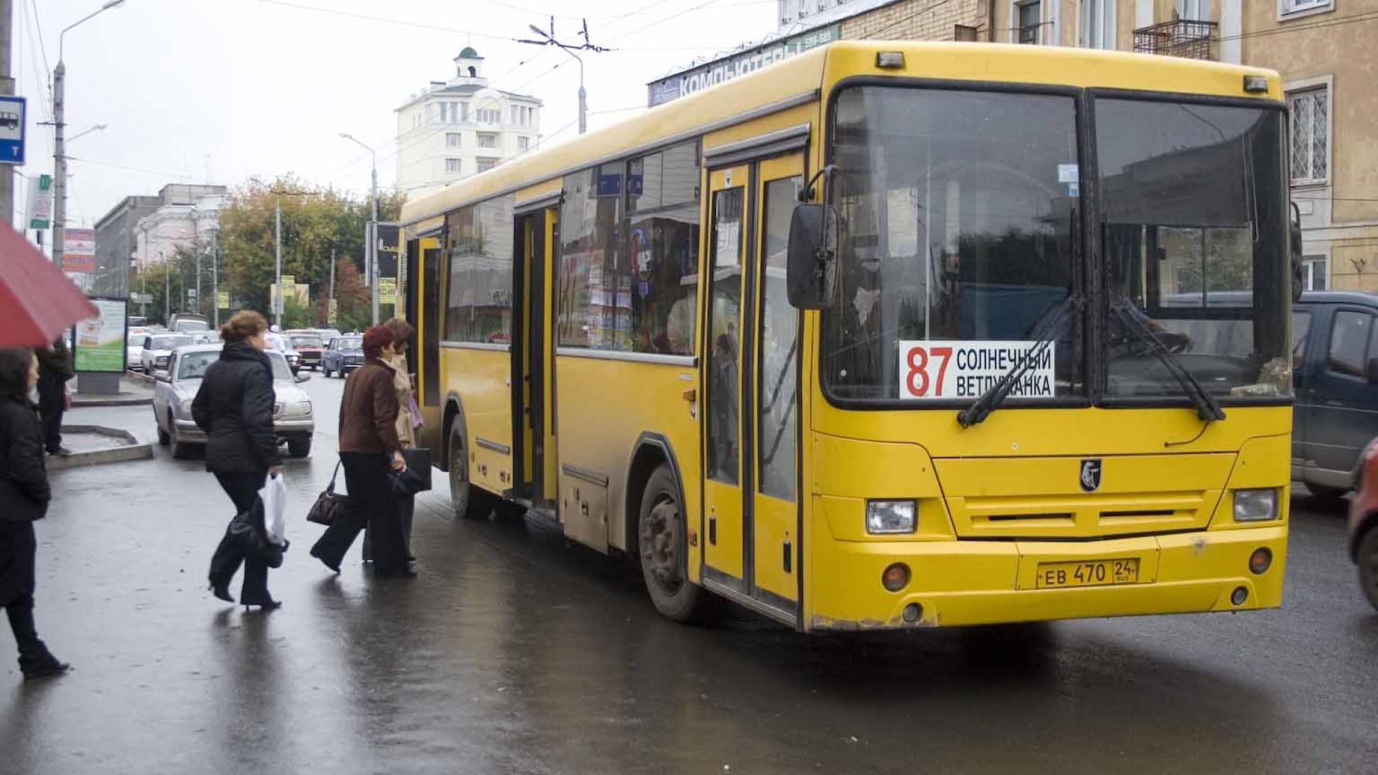 ВКрасноярске женщину с3-летним сыном зажало дверьми автобуса №85
