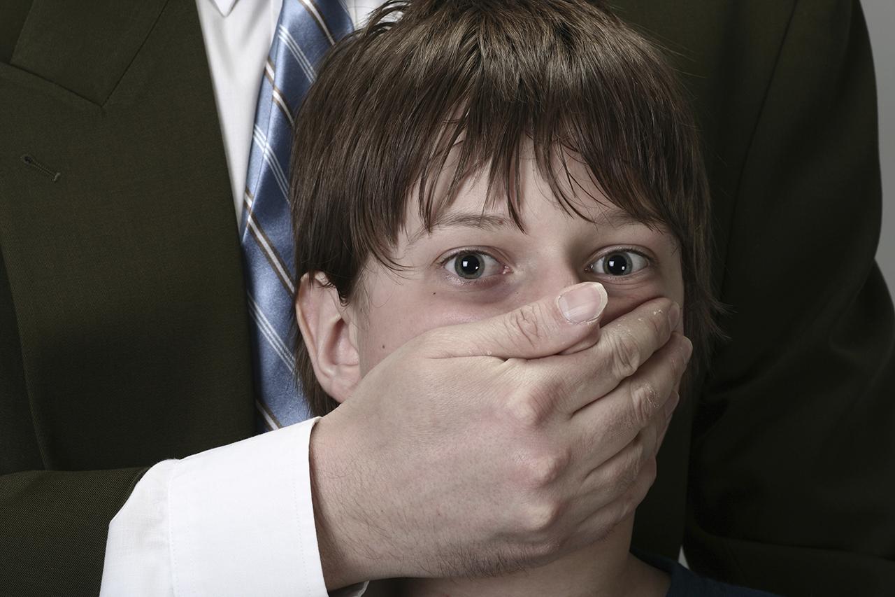 Жителя Красноярска обвиняют внасилии над падчерицей