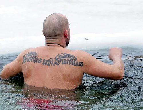 Тату: Максим Аверин татуировка на спине фото перевод