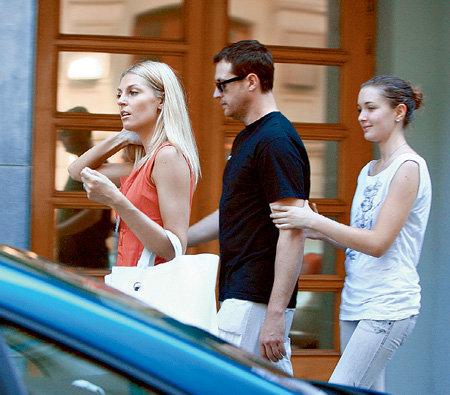 Кирилл Сафонов и его первая жена Елена Сафонова и дочь фото