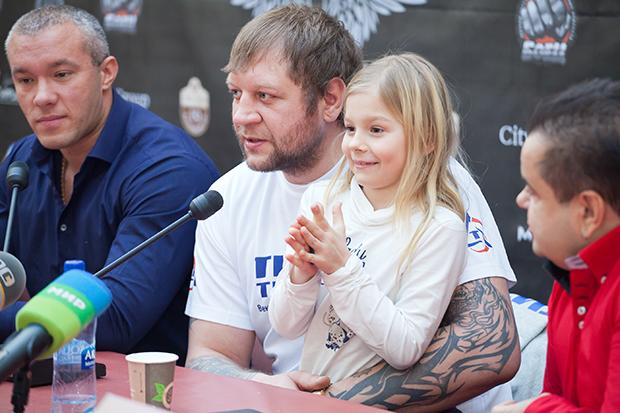 Дочь Александра Емельяненко - Полина Емельяненко фото