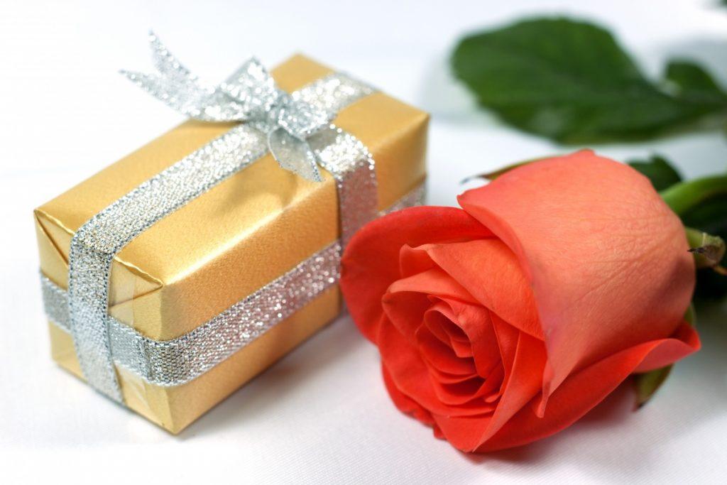 Делаем подарок к юбилею женщине 60 лет фото