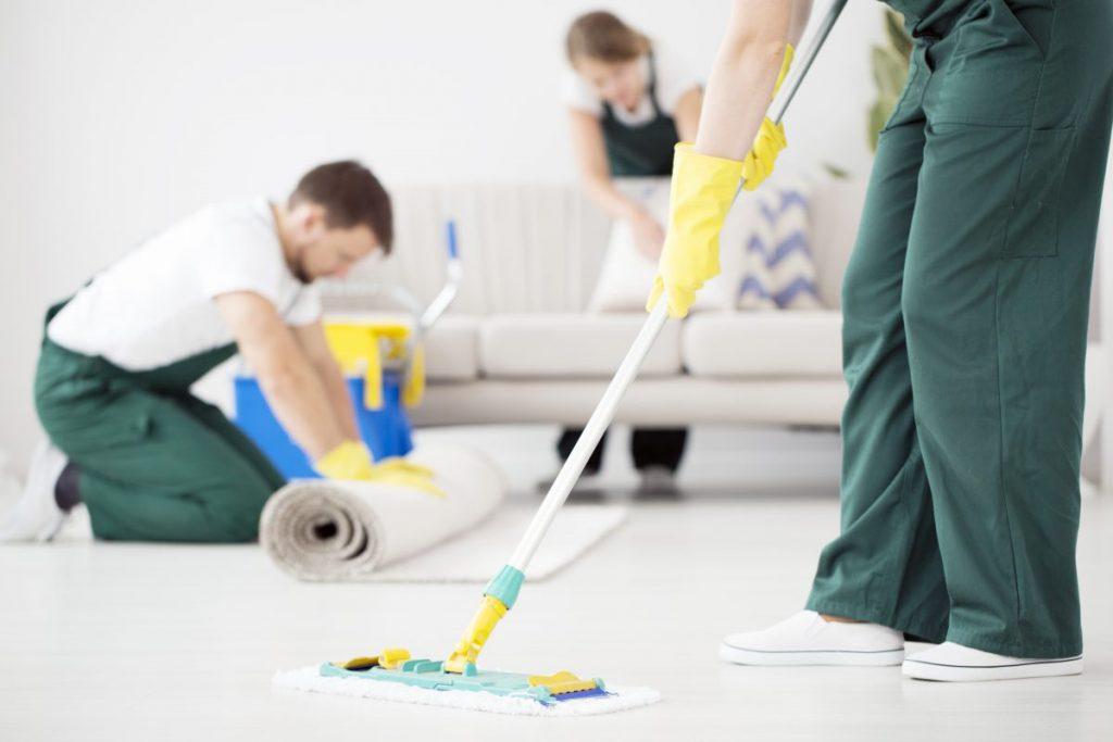 Стоит ли доверять уборку офисного помещения клининговому сервису?