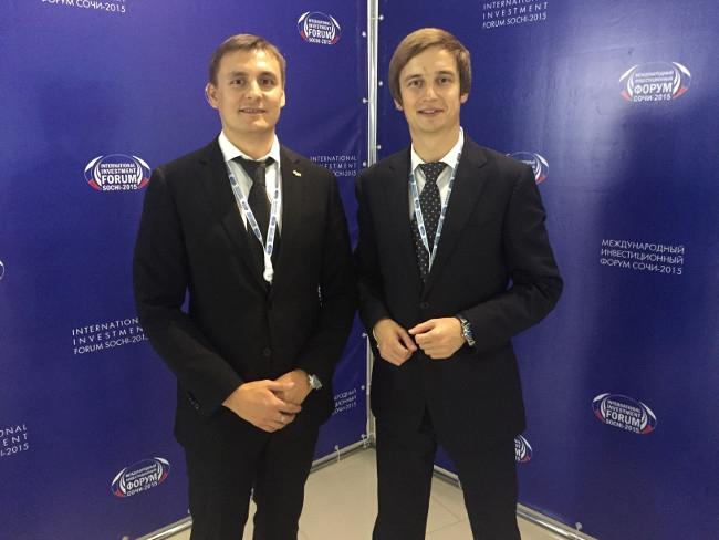 Роман Караулов с коллегой