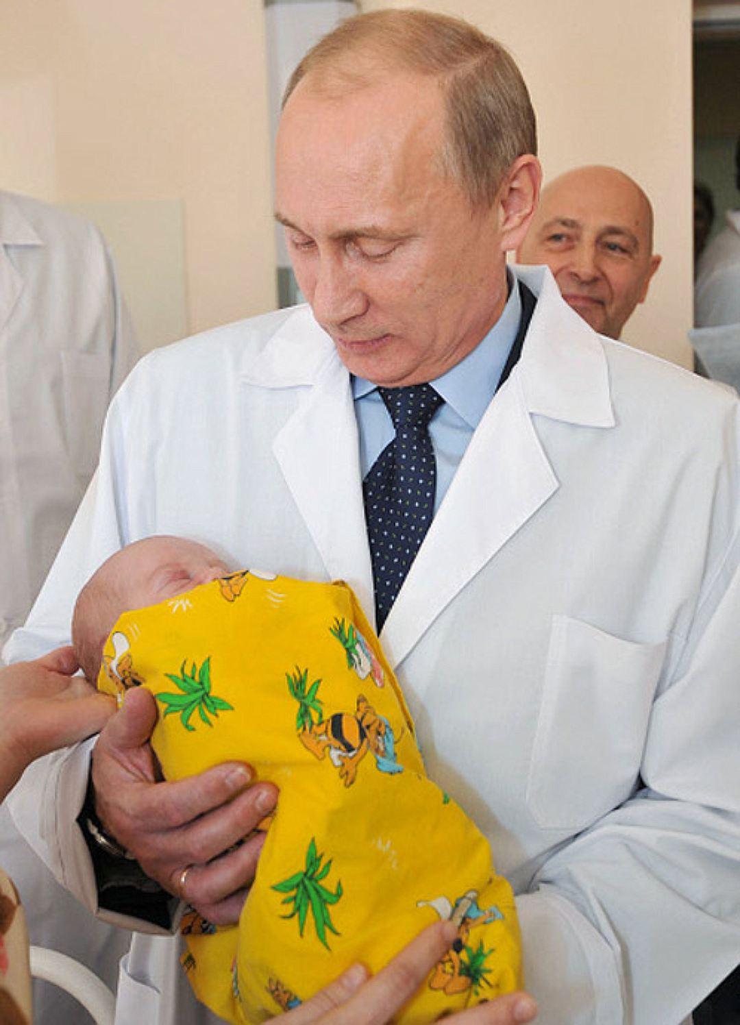 Внуки Путина Фото и видео Сколько их как зовут и где