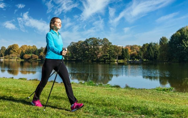 Скандинавская ходьба с палками: польза и вред для здоровья организма
