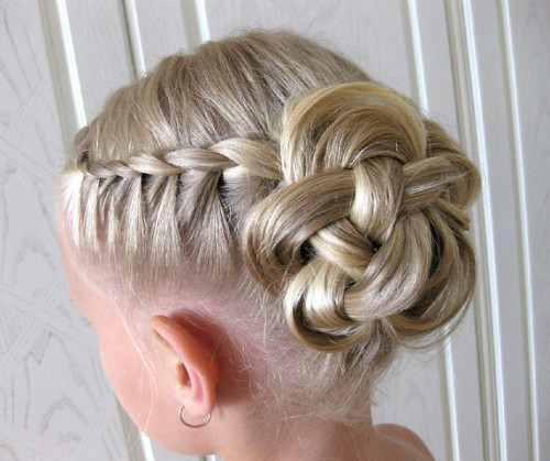 Прически на 1 сентября на короткие волосы фото