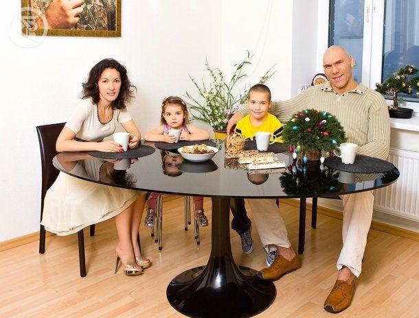 Семья и дети Николая Валуева фото