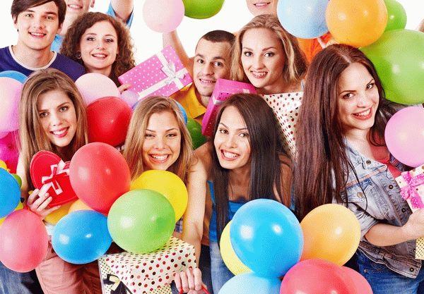 Конкурсы и сценарии на 8 марта для женщин и девочек