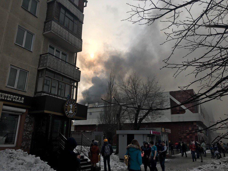 Пожар в ТЦ Зимняя вишня в Кемерове - погибло 4 ребенка (фото и видео)