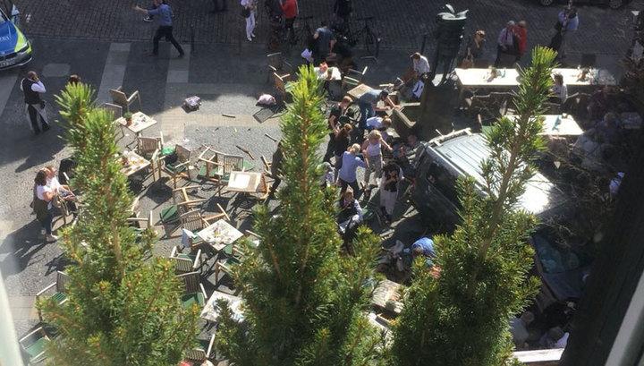 Теракт в Мюнстере: грузовик влетел в толпу. Есть погибшие (фото и видео)