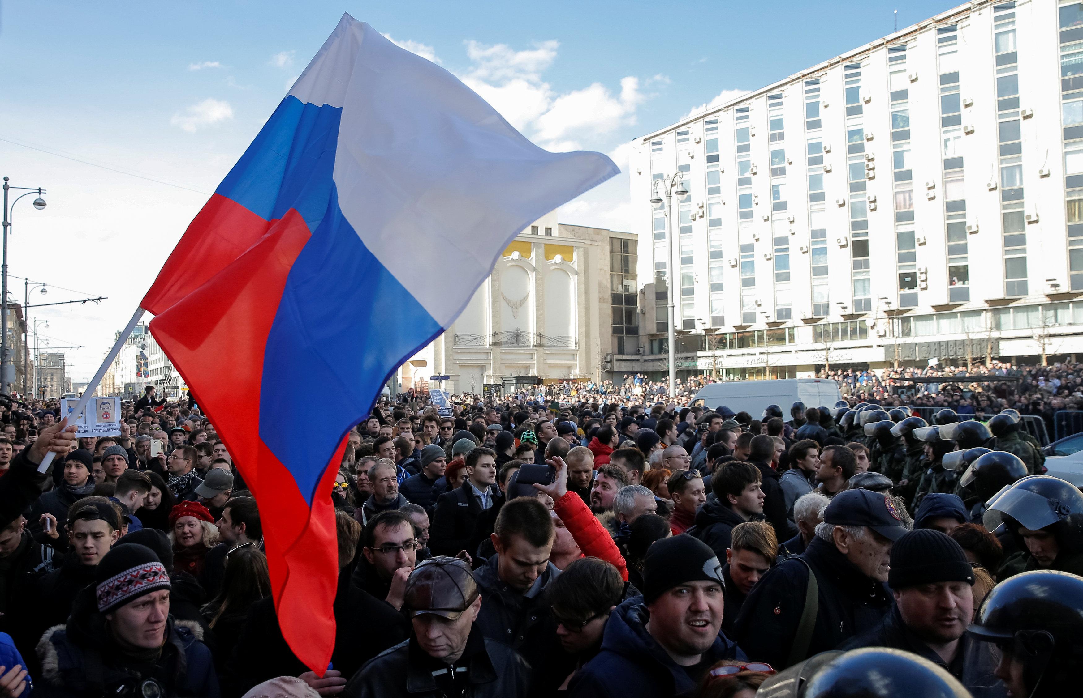 Почему возникли протестные акции в России фото