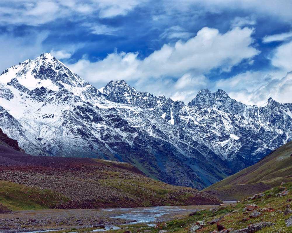 Большое Алматинское озеро и горы Тянь Шань