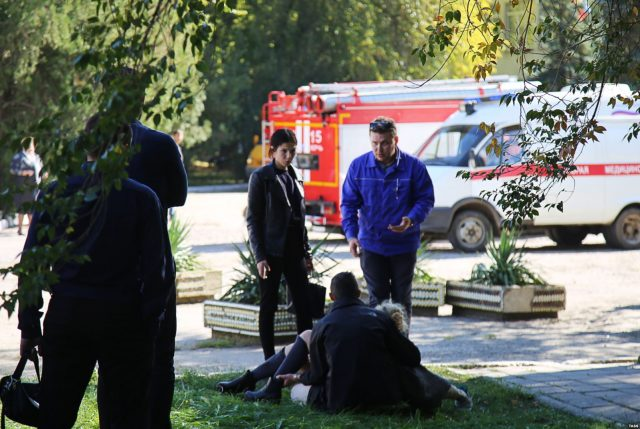 Точное число погибших в теракте в Керчи фото