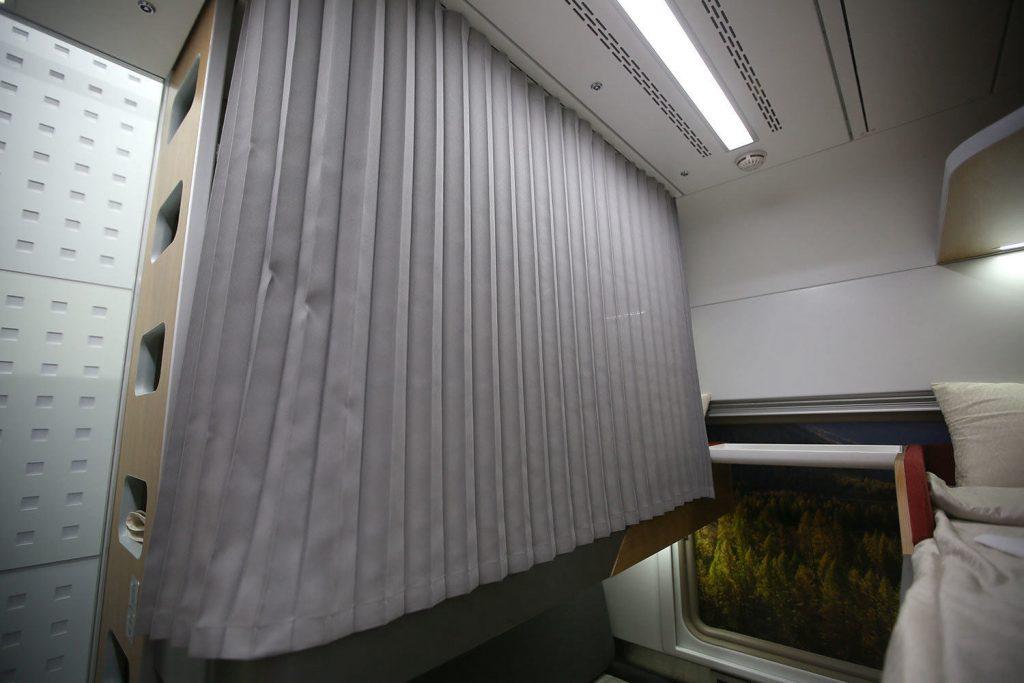 Четвертое фотоплацкартного вагона РЖД внутри
