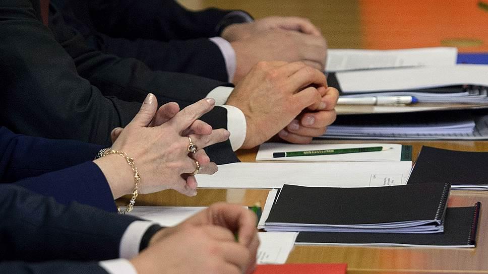 Насколько повысят зарплату чиновникам фото